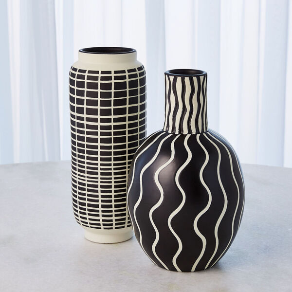 Black and White 7-Inch Graphic Gourd Vase, image 5