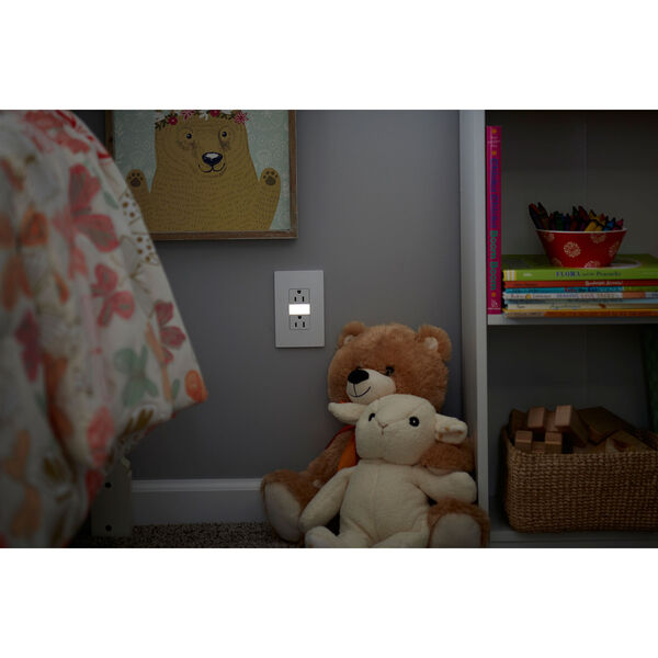 White Night Light with Two 15A Tamper-Resistant Outlets, image 3