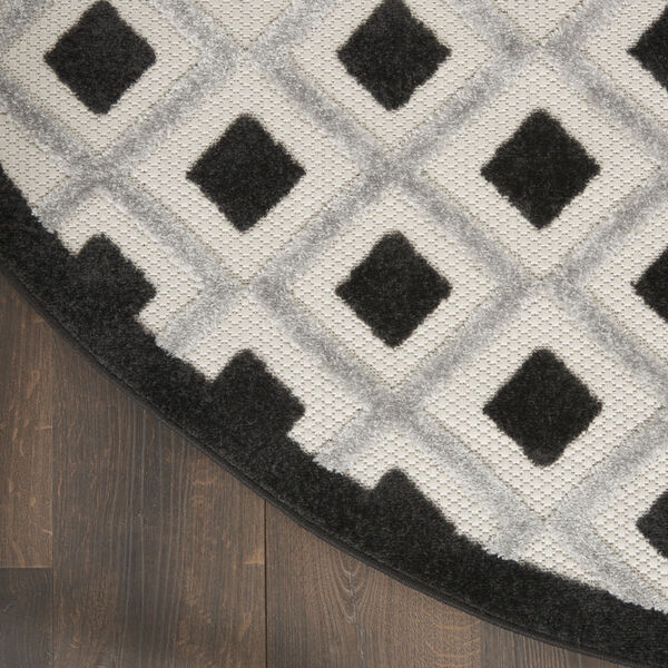 Aloha Black and White 4 Ft. x 4 Ft. Round Indoor/Outdoor Area Rug, image 4