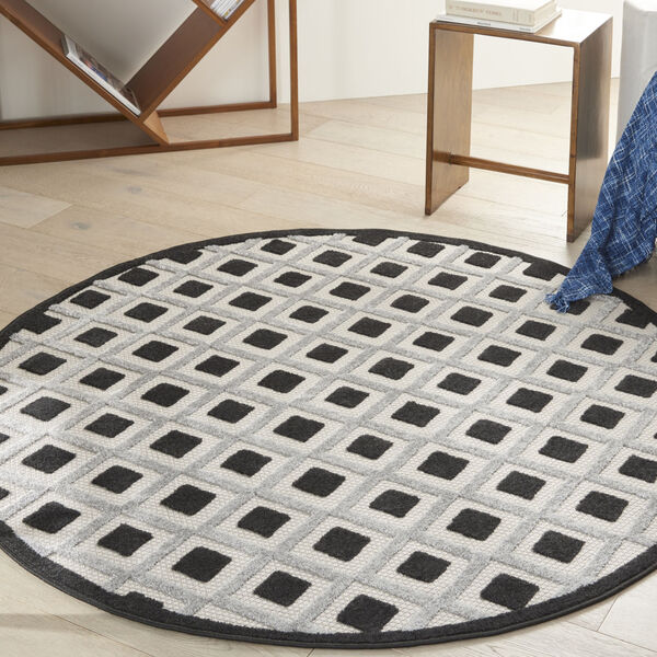 Aloha Black and White 4 Ft. x 4 Ft. Round Indoor/Outdoor Area Rug, image 1