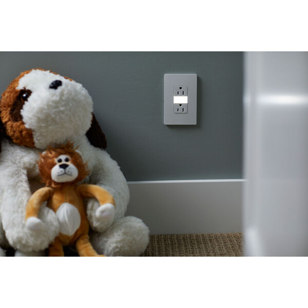 White Night Light with Two 15A Tamper-Resistant Outlets, image 4