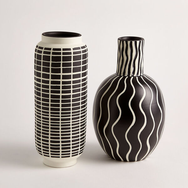 Black and White 7-Inch Graphic Gourd Vase, image 4